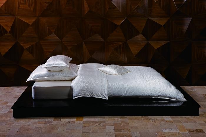 bettwaren borghoff sichou seiden bettw sche fleur 155x220 80x80. Black Bedroom Furniture Sets. Home Design Ideas