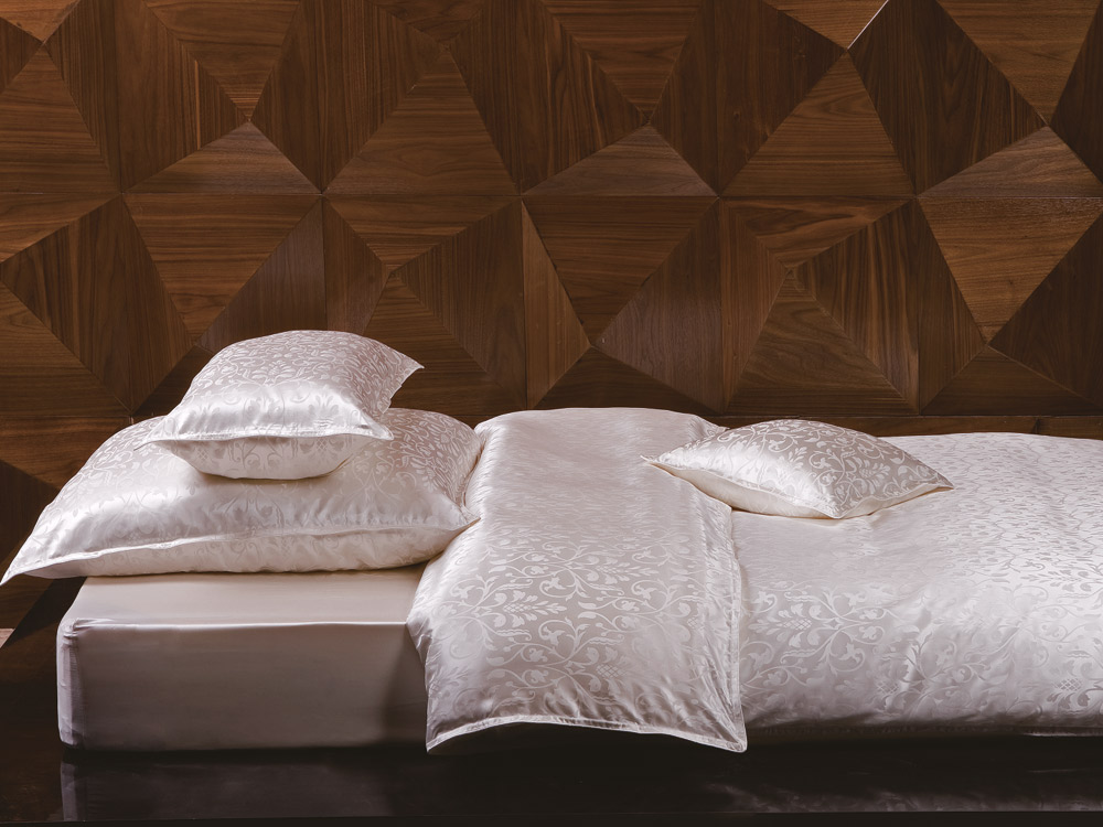 bettwaren borghoff sichou seiden bettw sche fleur. Black Bedroom Furniture Sets. Home Design Ideas